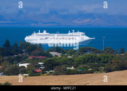 The Pacific Jewel P&O cruise ship anchors in calm waters close to the town of Penneshaw, Kangaroo Island in South Australia, Australia. - Stock Image