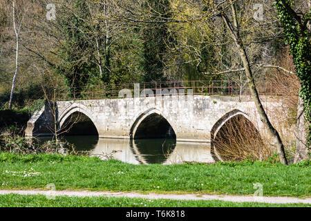 Old Stone Barton packhorse Bridge Spanning the River Avon in the Historic Bradford on Avon in Wiltshire England - Stock Image