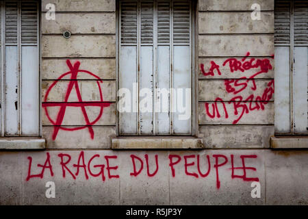 Paris, France. 1st December, 2018. 'People anger' and Anarchy wrote on the walls of Paris during the Yellow Vests protest against Macron politic. Credit: Guillaume Louyot/Alamy Live News - Stock Image