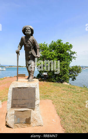 Statue of a goldminer on his way to the goldfields, Cooktown, Far North Queensland, QLD, FNQ, Australia - Stock Image