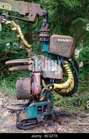 UK. A mechanical debarker, for stripping bark from felled tree trunks and logs - Stock Image