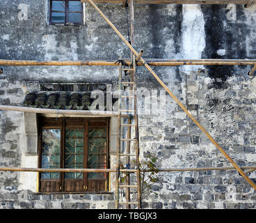 Construction of a house with the help of bamboo scaffolding, Tongli, China - Stock Image