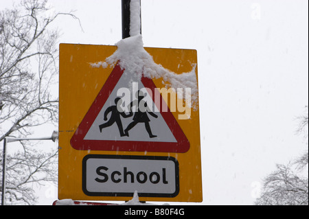 Shcool crossing sign - Stock Image