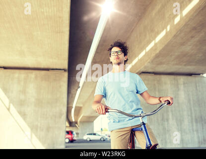 young hipster man riding fixed gear bike - Stock Image