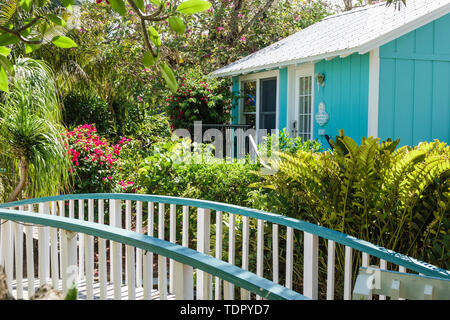 Captiva Island Florida 'Tween Waters Inn Island Resort & Spa hotel garden cottage bungalow wooden bridge tropical foliage - Stock Image