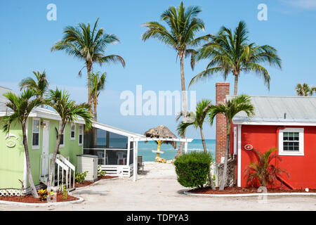 Sanibel Island Florida Castaways Beach & Bay Cottages resort hotel beach colorful waterfront cottage palm tree Old Florida wood-frame bungalow - Stock Image