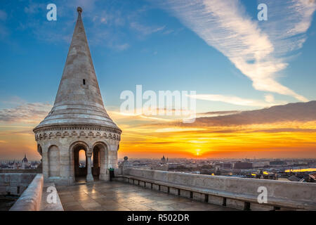 Budapest, Hungary - Beautiful sunrise at the Fisherman's Bastion with skyline view of Budapest including Parliament and St. Stephen's Basilica - Stock Image