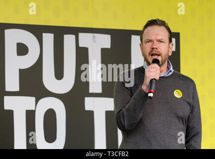 London, UK. 23rd Mar, 2019. James O'Brien broadcaster speaking at the  People's Vote March and rally, 'Put it to the People.' Parliament Square. - Stock Image