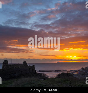 Hastings East Sussex UK. 9 Feb 2018. UK Weather: After a day of mixed weather, sunshine, showers and sleet, a fine - Stock Image
