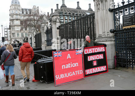 Protesters with Brexit posters supporting leaving the EU outside the Houses of Parliament in Westminster London England UK  4 April 2019  KATHY DEWITT - Stock Image