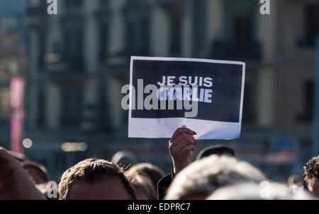 Geneva, Switzerland. 8th January 2015. Detail of a sign held up during a vigil in Geneva's Place de Neuve to - Stock Image