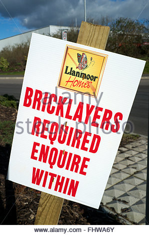 Bricklayers required enquire within - recruitment sign for a home builder, in Newport, Gwent, Wales, UK. - Stock Image