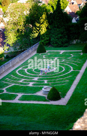 Children playing in the labyrinth in the Bishops Palace Garden by Chartres Cathedral - Stock Image