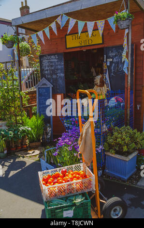 Fruit and vegetable shop - Stock Image