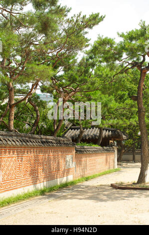Wall in Unhyeongung palace in Seoul South Korea in summer - Stock Image