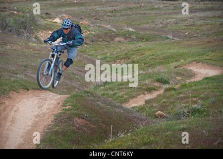 mountain bike bikers cyclist cyclists single trail track Colorado Fruita - Stock Image