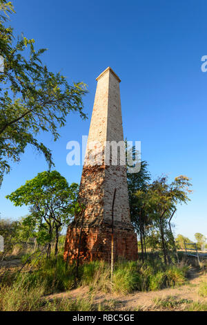 Old chimney from the Cumberland battery used for gold mining, near Georgetown, Savannah Way, Queensland, QLD, Australia - Stock Image