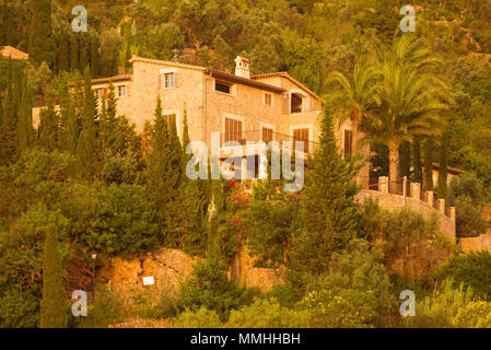 Stone houses on the side of a hill in Deia, Mallorca, Spain. - Stock Image
