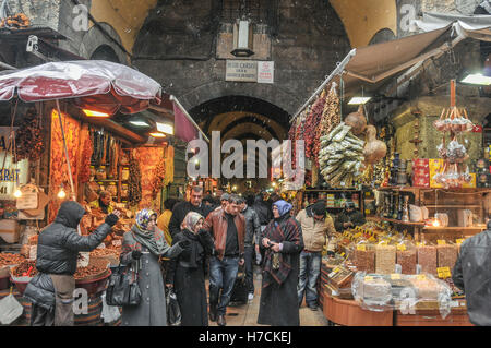One of the entrances to the Spices Bazaar in Istanbul, on a snowy winter's day - Stock Image