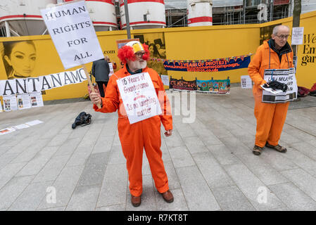 London, UK. 10th December 2018.  Protesters at the US Embassy in the final 'Shut Guantanamo!' monthly protest of 2018 on the 70th anniversary of the Universal Declaration of Human Rights (UDHR). This declared 'No one shall be subjected to torture or to cruel, inhuman or degrading treatment or punishment' and 'No one shall be subjected to arbitrary arrest, detention or exile.' Guantanamo still has 40 detainees who have been tortured and held in indefinite detention without trial for almost 17 years. Credit: Peter Marshall/Alamy Live News - Stock Image