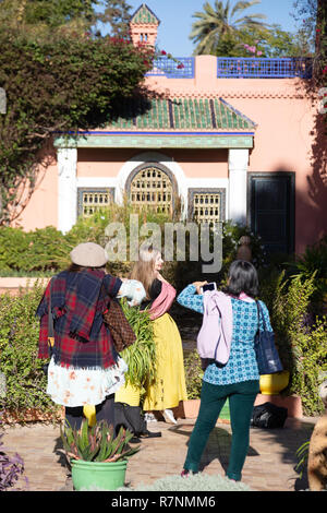 Marrakesh tourists - tourists in the Majorelle Gardens ( Jardin Majorelle ), Marrakech, Morcco Africa - Stock Image