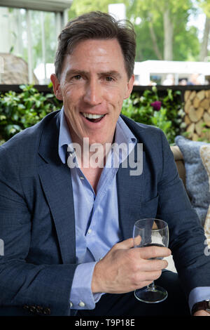 London, UK. 20th May, 2019. Rob Brydon attends RHS Chelsea Flower Show Press Day which takes place before it officially opens tomorrow until Saturday 25th May. The world renowned flower show is a glamourous, fun and an educational day out which is attended by many celebrities. There are many gardens, floral displays, Marquees all set in the glorious grounds of The Royal Hospital Chelsea. Credit: Keith Larby/Alamy Live News - Stock Image