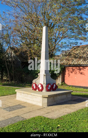 Milton war memorial with poppy wreaths 2 days after rememberance day 13/11/2018 - Stock Image