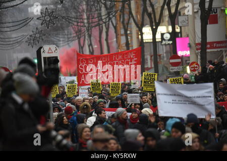 Vienna, Austria. 13th Jan, 2018. anti-government protesters marching underneath christmas decorations in Vienna's - Stock Image