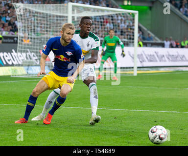 sports, football, Bundesliga, 2018/2019, Borussia Moenchengladbach vs RB Leipzig 1-2, Stadium Borussia Park, scene of the match, Konrad Laimer (RBL) left and Denis Zakaria (MG), DFL REGULATIONS PROHIBIT ANY USE OF PHOTOGRAPHS AS IMAGE SEQUENCES AND/OR QUASI-VIDEO - Stock Image