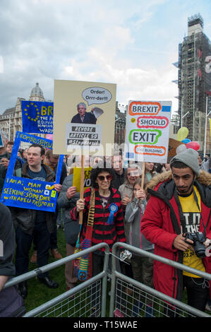 London, UK. 23rd Mar, 2019. The crowd at the  People's Vote March and rally, 'Put it to the People.' Credit: Prixpics/Alamy Live News - Stock Image