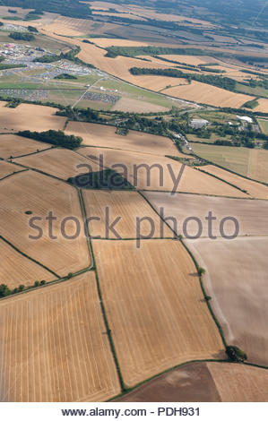 Hampshire UK 9th August 2018  UK weather sunshine over Hampshire. Aerial image showing parched fields bear testament to the drought affecting England over the past weeks Credit: Richard Wareham Fotografie/Alamy Live News - Stock Image