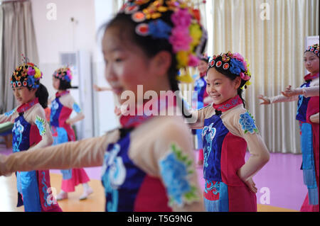Fuzhou, China's Jiangxi Province. 24th Apr, 2019. Students of Shuibei Xinqu Primary School practise opera aerobics in Yihuang County of Fuzhou City, east China's Jiangxi Province, April 24, 2019. Yihuang County brings Yihuang Opera to school by establishing Yihuang Opera class and promoting Yihuang Opera aerobics. Yihuang Opera was enlisted in the first batch of national intangible cultural heritages in 2006. Credit: Wan Xiang/Xinhua/Alamy Live News - Stock Image