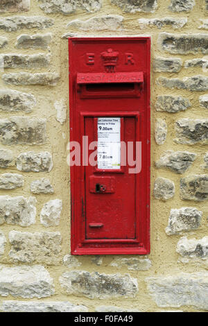 An Edwardian post box in Chipping Norton, Cotswolds, UK. - Stock Image