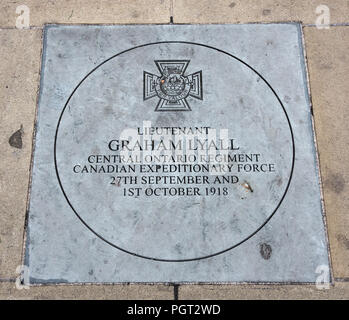 Manchester England war memorial plaque Victoria Cross for Lieutenant Graham Lyall Canadian Expeditionary Force 27th September and 1st October 1918 - Stock Image