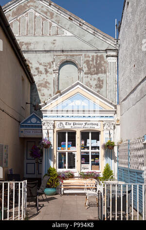 'The Penny Farthing' traditional sweet shop, Beaumaris, Anglesey, Wales - Stock Image