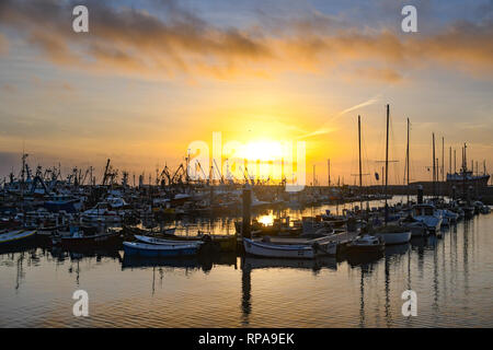 Newlyn, Cornwall, UK. 21st Feb 2019. UK Weather.  The sun rises over the fishing boats in Newlyn harbour. Credit: Simon Maycock/Alamy Live News - Stock Image