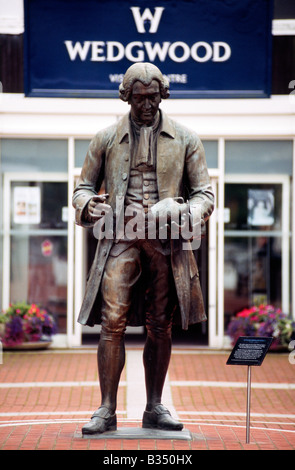 PICTURE CREDIT DOUG BLANE Statue of Josiah Wedgwood sons pottery 1730 1795 Stoke on Trent Staffordshire England - Stock Image