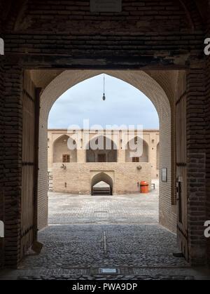 Entrance gate to Shah Abbasi Caravanserai, Meybod, Iran - Stock Image