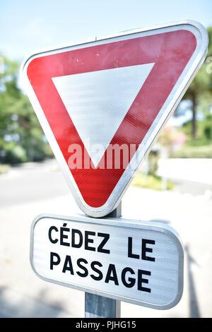 France , Pyla sur Mer, Ocean Boulevard , panel give way - Stock Image