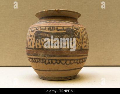 Terracotta Jar. 2600 BC - 2300 BC. Nindowari, Balochistan, Pakistan. Department of Archaeology and Museums. - Stock Image