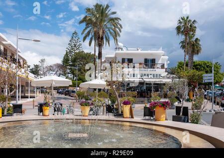 Pingouino Cafe and fountain, Poseidonos Avenue, Paphos (Pafos), Pafos District, Republic of Cyprus - Stock Image