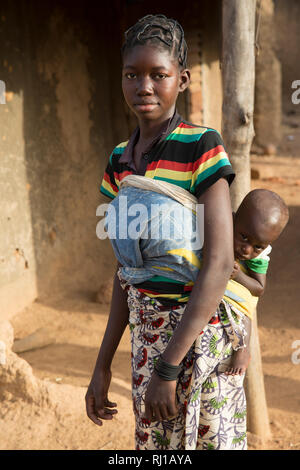 Samba village, Yako Province, Burkina Faso: Abzetta Sondo, 19, and her child Noel Nougtara, 15 months. The baby is suffering from acute malnutrition - Stock Image