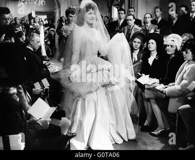 Fashion show, models, high fashion / Falbalas / 1945 directed by Jacques Becker (Essor Cinematographique Francais) - Stock Image