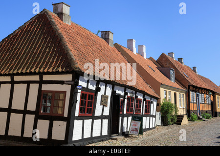 Quaint old 17th century Den skæve bar (The Crooked Bar) in cobbled street of Overgade, Ebeltoft Jutland Denmark Scandinavia - Stock Image