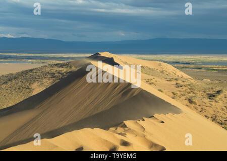 Singing Sand Dune (Barchan) in Altyn-Emel National Park, Kazakhstan - Stock Image