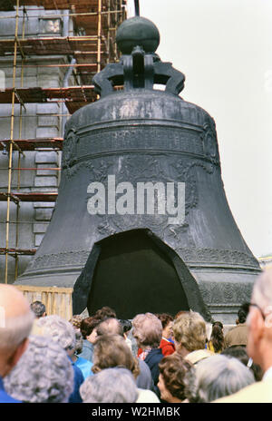 The Tsar Bell is a 6.14-metre (20.1 ft) tall, 6.6-metre (22 ft) diameter bell on display on the grounds of the Moscow Kremlin. The bell was commissioned by Empress Anna Ivanovna, niece of Peter the Great. - Stock Image