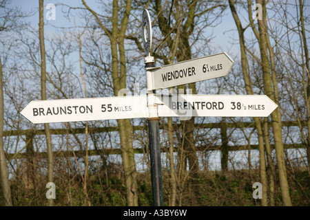 Signpost at the Junction of Grand Union Canal and Wendover Arm at Bulbourne, Near Tring Reservoirs, Hertfordshire - Stock Image