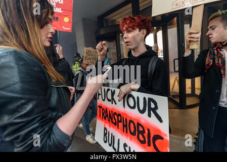 London, UK. 19th October 2018. Protesters outside the Daily Mail building following articles demonising trans people, particularly trans women, in The Metro which they publish, and their printing an advertisement campaign for the hate group, 'Fair Play for Women'.  Thousands have complained about The Metro, and the picket today was organ Credit: Peter Marshall/Alamy Live News - Stock Image