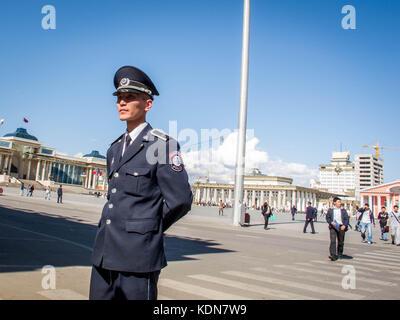 ULAN-BATOR, MAI 19 : Un policier qui surveille la place principale de la capitale a Ulan-Bator le 10 mai, Mongolie - Stock Image
