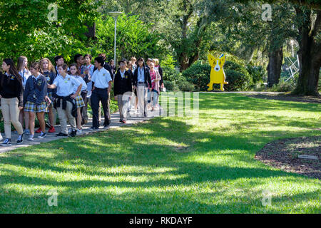 Students on school trip to New Orleans Sculpture Garden, George Rodrigue We Stand Together sculpture, New Orleans, Louisiana, USA - Stock Image